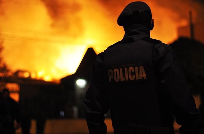 INCENDIO CAROMAR 01 BOMBEROS