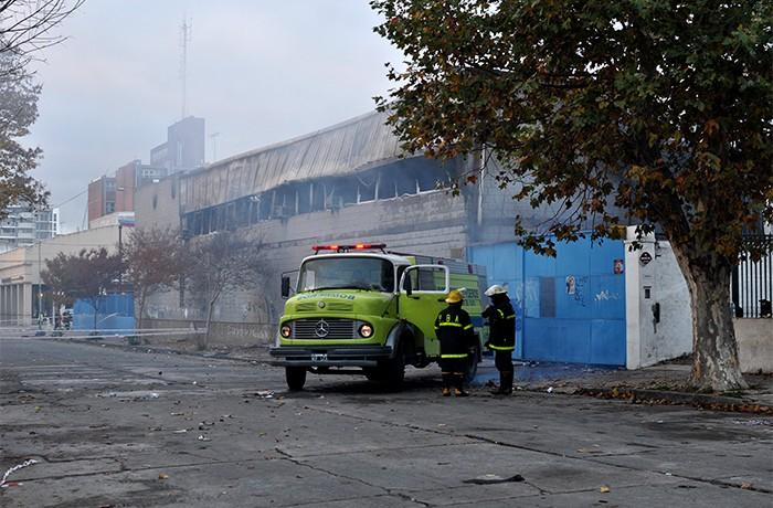 INCENDIO CAROMAR MAÑANA (3) BOMBEROS
