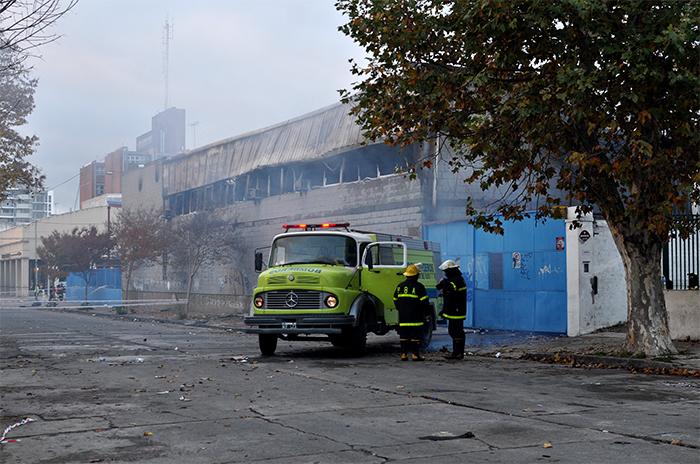 Incendio en Caromar: vecinos sin gas, tránsito cortado y evacuados