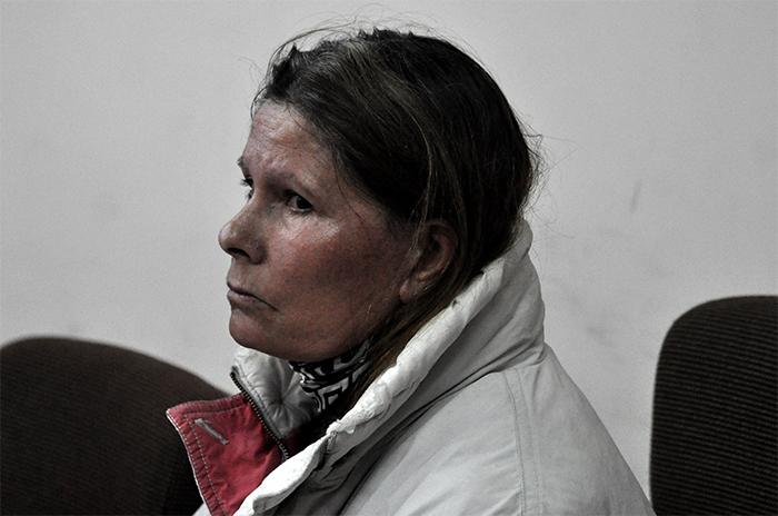 Juzgan a una mujer por el asesinato de un anciano