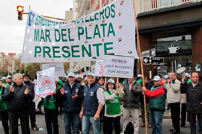 Aún sin acuerdo salarial, Pasteleros escrachó locales