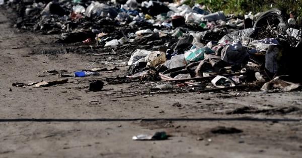 """Arroyo dijo que irá """"fuerte contra los que arrojen residuos en la vía pública"""""""