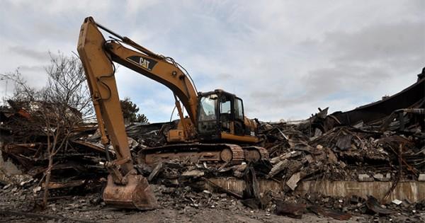 Incendio en Caromar: comenzó la demolición