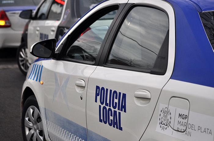 Quiso evitar una multa y atropelló a una policía: detenido