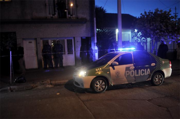Allanaron una casa por las amenazas a Arroyo
