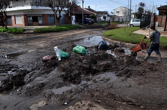 El Progreso: tras los reclamos, el Municipio limpia las calles