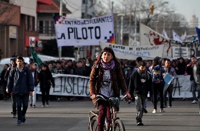 PROTESTA ESTUDIANTES CONSEJO ESCOLAR 02