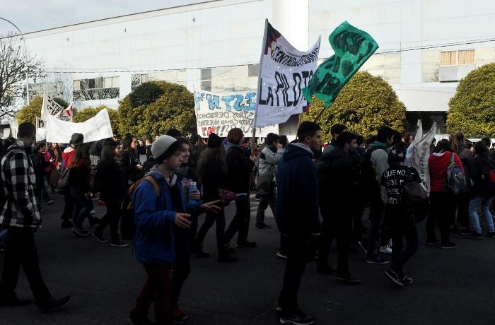 PROTESTA ESTUDIANTES CONSEJO ESCOLAR 06
