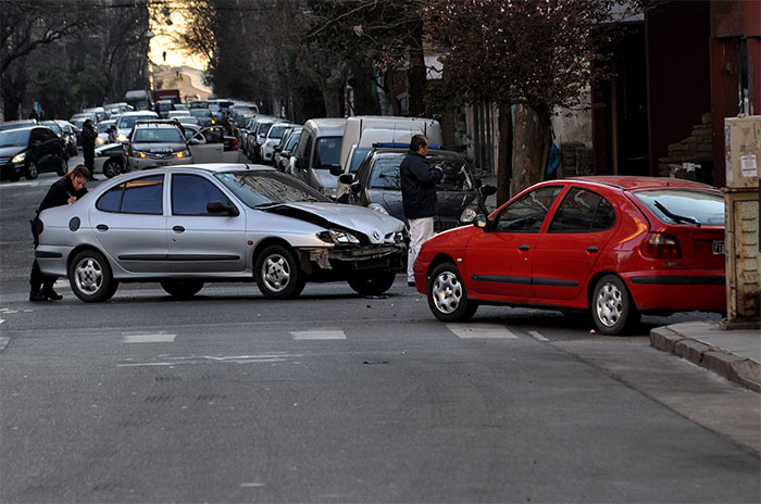 Tres personas heridas en un choque en Corrientes y Alberti