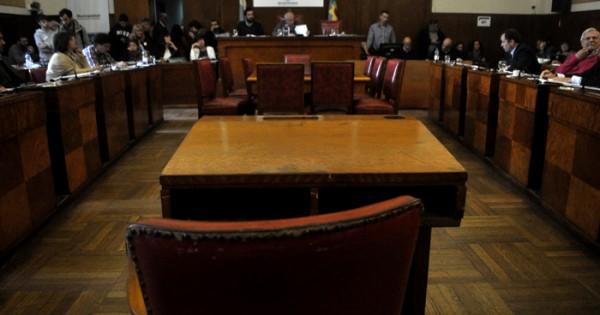 Sin los votos para subir las tasas, Cambiemos suspendió la sesión