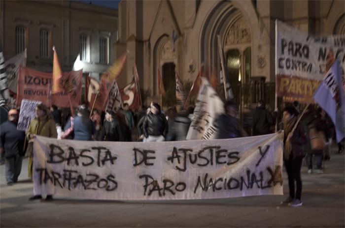 """La izquierda marchó contra """"el ajuste de Macri"""""""