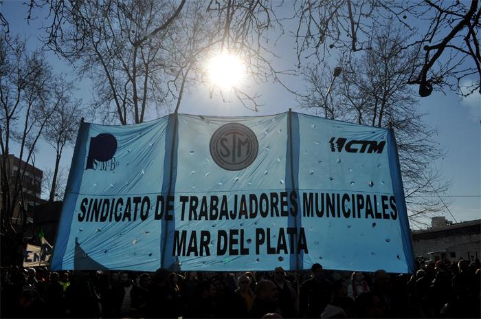 Trabajadores municipales piden reabrir la negociación paritaria