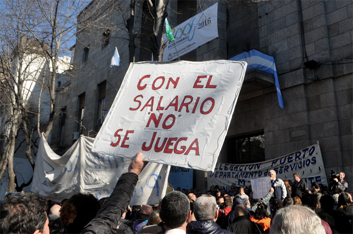 Si el martes no están los sueldos, los municipales vuelven al paro