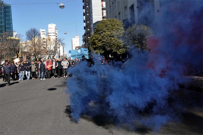 Municipales: bombas e insultos frente al despacho de Arroyo