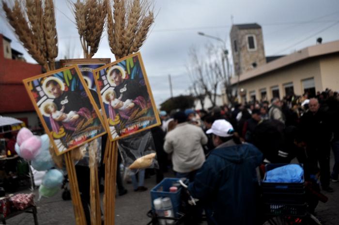 Miles de marplatenses fueron a pedir trabajo a San Cayetano