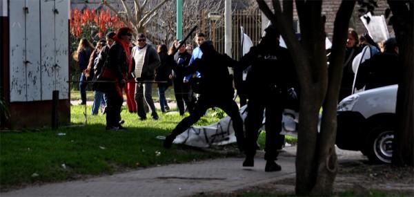 Incidentes y represión en la visita de Macri