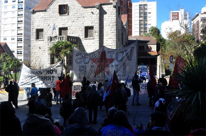 VOTAMOS LUCHAR PROTESTA JUEZ LOPEZ CORREPI INCIDENTES MACRI (2)