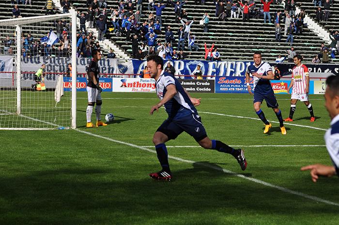 Alvarado goleó 4 a 0 a Rivadavia