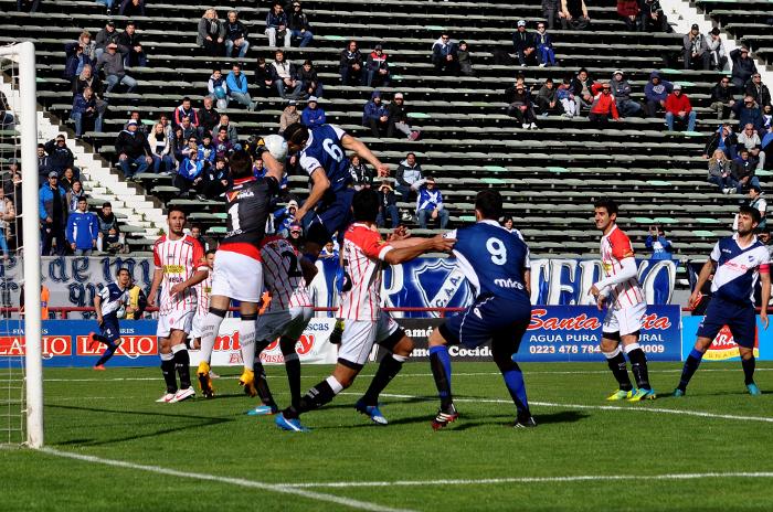 Duelo de punteros: Alvarado visita a Rivadavia