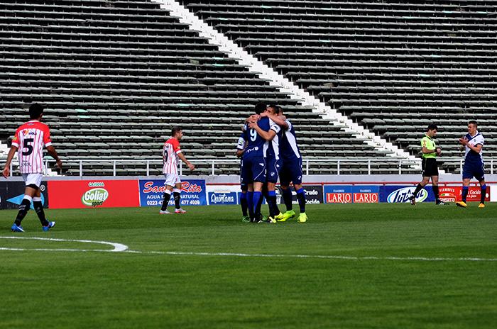 Alvarado goleó y su próximo rival será Villa Mitre