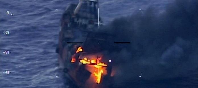 Se incendió buque marplatense: 17 tripulantes rescatados