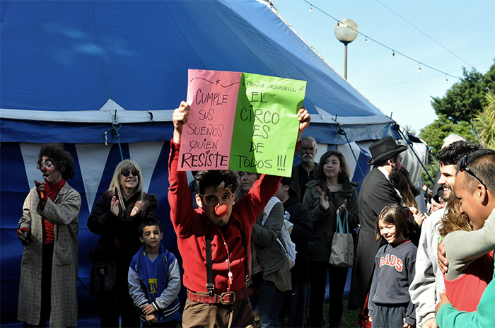 Un bocinazo contra el veto de Arroyo al Circo La Audacia
