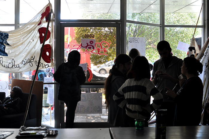 """Sigue la toma en el Consejo Escolar: """"No hubo violencia"""""""
