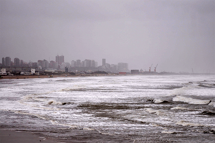 Por la crecida del mar, se perdieron al menos cuatro casillas de guardavidas