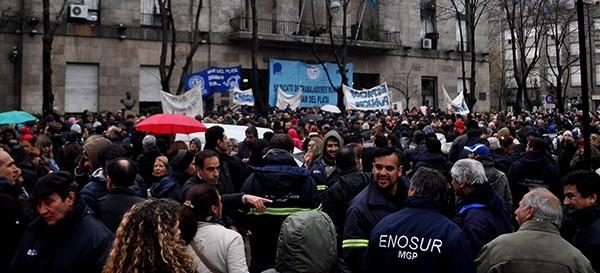Otra masiva protesta de los municipales contra Arroyo