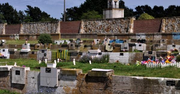 Piden informes por el cierre de cementerios los fines de semana