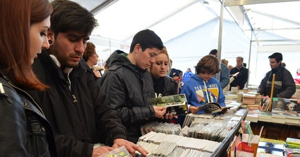 La Feria del Libro volvió a la Plaza Mitre: recorrida por sus ofertas