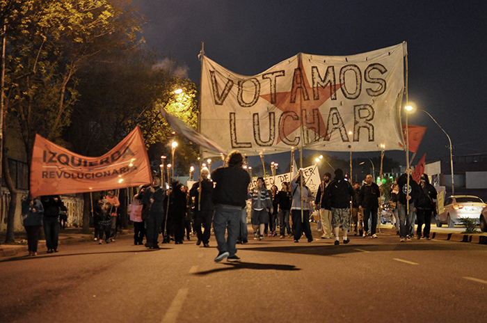 Antorchas y protesta contra Macri ante un fuerte operativo