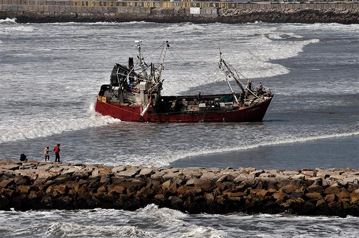 Playa Grande: finalmente, removieron el buque encallado
