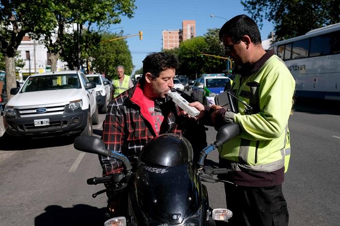 Operativo en Plaza Rocha: 25 autos y 15 motos secuestrados