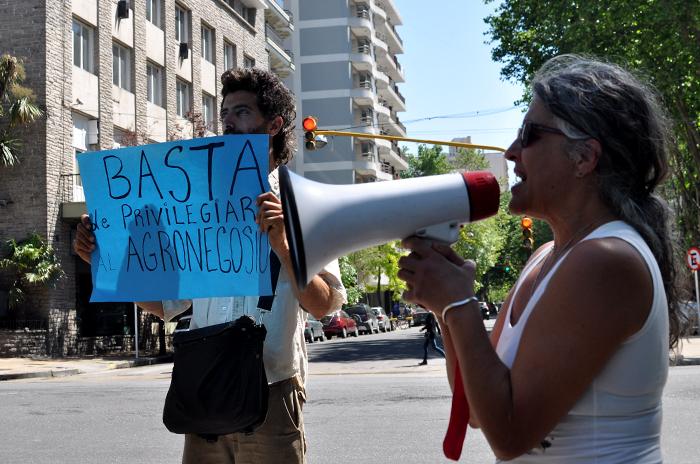 Pese a las denuncias, continúan las fumigaciones en los barrios