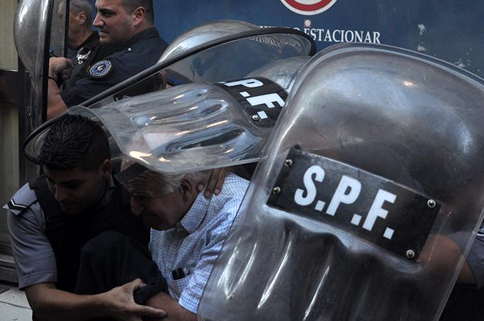 CNU: los condenados se fueron entre insultos y piedrazos