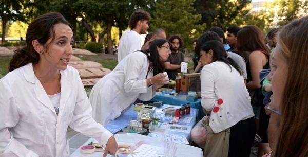 Conicet: Expo Ciencia en la Peatonal contra el recorte