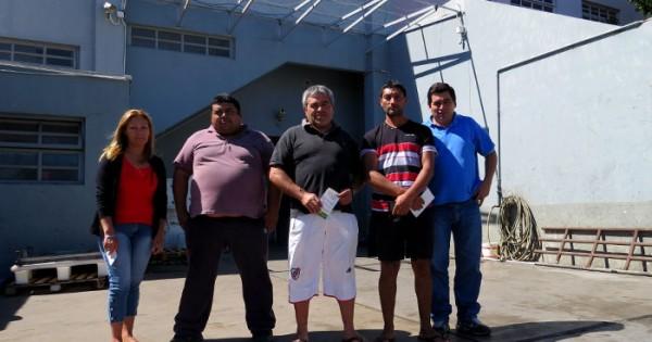 """Otros 40 trabajadores a la deriva y sin ayuda: """"Estamos solos"""""""
