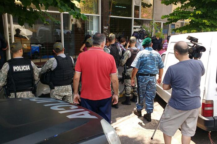 Manteros: incidentes y cuatro detenidos durante el operativo