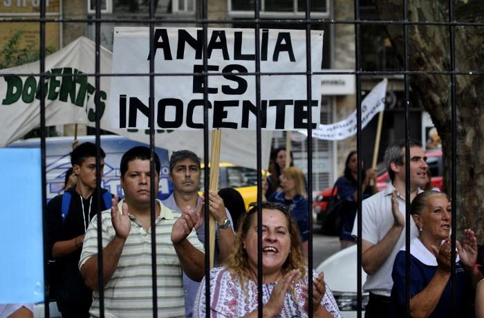 PROTESTA A FAVOR Y EN CONTRA DE ANALIA SCHWARTZ (2)