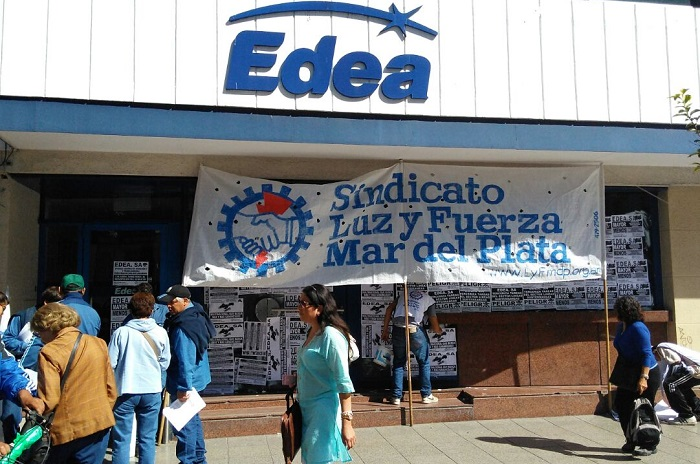 Mientras siguen los cortes de luz, otra protesta en EDEA