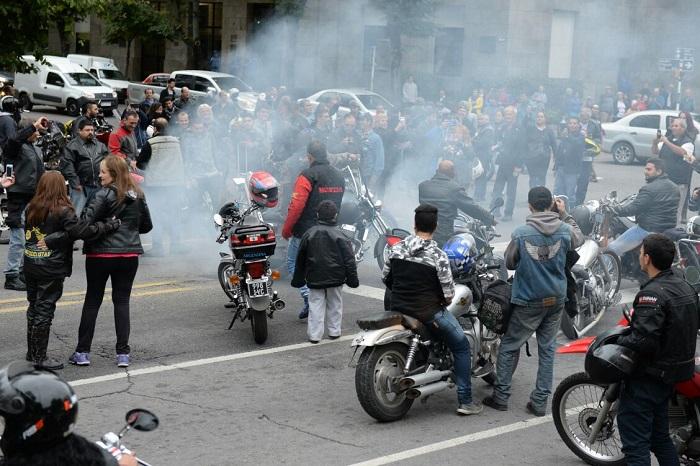 """Protesta motoquera contra el """"patentamiento humano"""""""