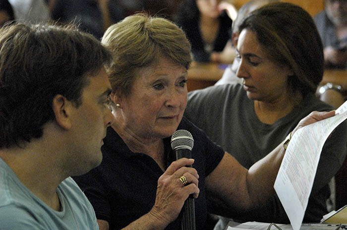 Crovetto en el Concejo: duros cruces con los docentes