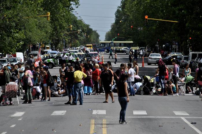 Cooperativas vuelven a protestar frente a la Municipalidad