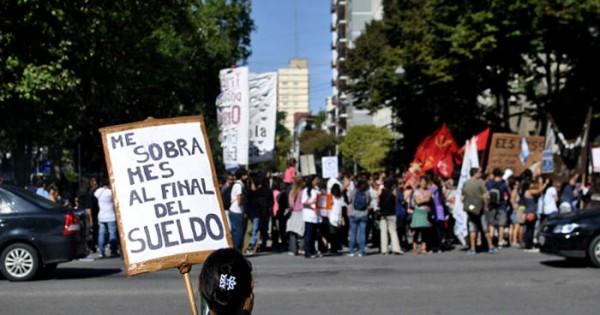 Agrupaciones docentes protestaron en el primer día de paro