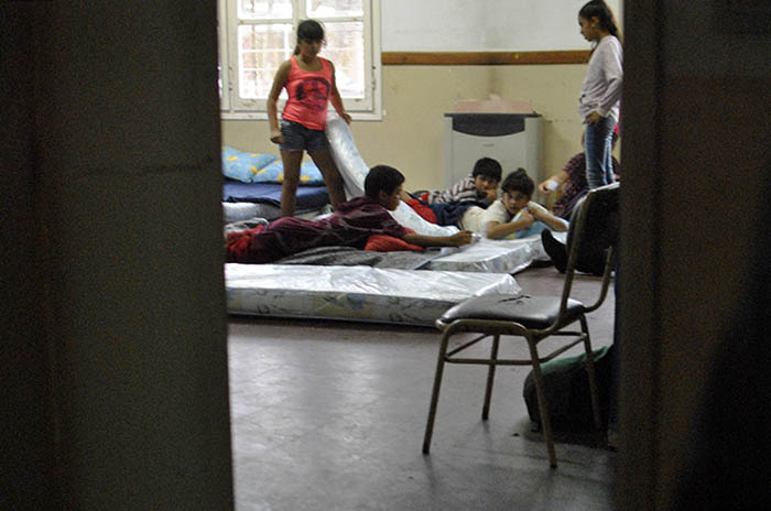 Quedan 50 evacuados en el centro del barrio Pueyrredon