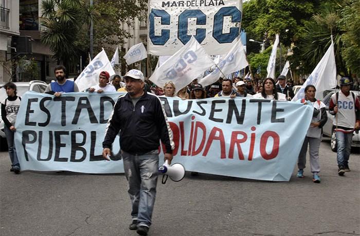 MARCHA EVACUADOS AGRUPACIONES SOCIALES