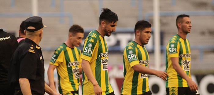Aldosivi perdió 3 a 0 con Huracán y se complica