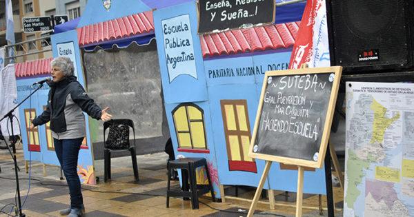 """La lucha docente se mantiene: llegó la """"Escuela Itinerante"""""""