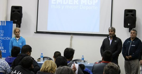 El Emder entregó material deportivo a instituciones barriales